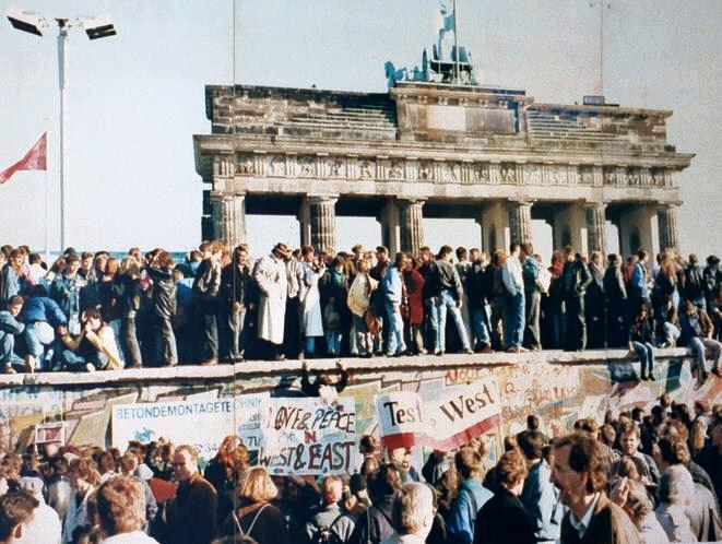 PAC 4 – Una repartición mundial de la autoridad política Aniversario 20 de la caída del Muro de Berlín - 9 de noviembre de 1989 - 9 de noviembre de 2009.